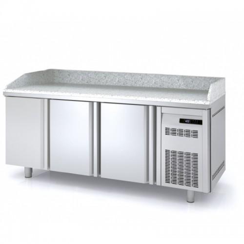 Meuble à pizza, 3 portes pleines, 3 bacs 600 x 400, 562 L - Gaz / Puissance frigorifique (W) / Consommation (W) - R-290a / 502 / 238 - réf MR80-200-1-55